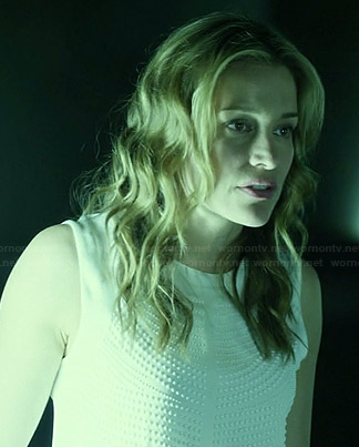 Annie's white dot textured top on Covert Affairs