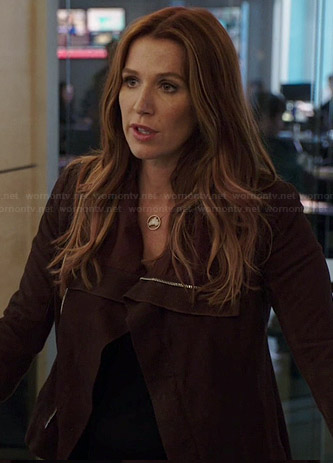 Carrie's burgundy leather jacket on Unforgettable