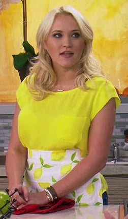Gabi's yellow pocket top and lemon print apron on Young and Hungry