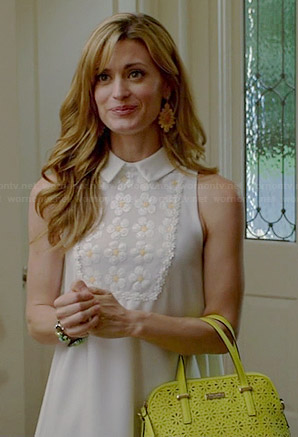 Paige's white collared daisy dress and yellow perforated handbag on Royal Pains