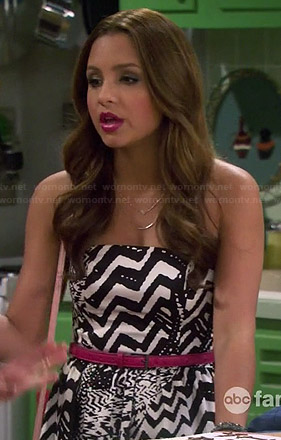 Sofia's black and white abstract printed strapless dress on Young and Hungry