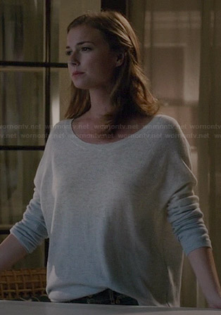 Emily's grey and blue ombre sweater on Revenge