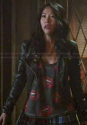 Kira's grey lips print top on Teen Wolf