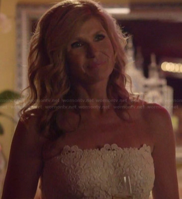 Rayna's white lace strapless dress on Nashville