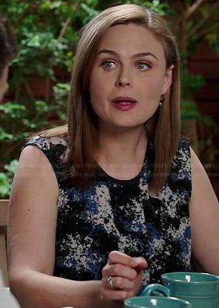 Brennan's black, blue and white printed sleeveless top on Bones
