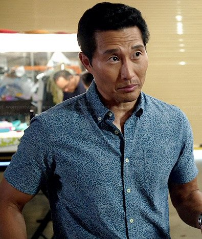 Chin's blue small printed short-sleeved shirt on Hawaii Five-O