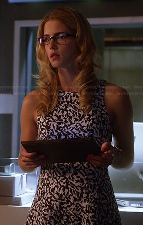 Felicity's navy and white patterned dress on The Flash