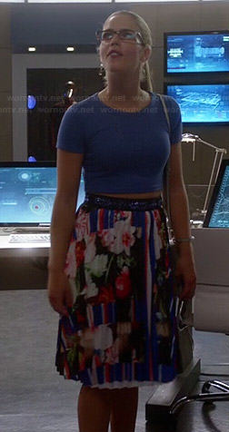 Felicity's blue crop top and floral skirt on The Flash