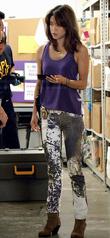 Kono's printed jeans and purple tank top on Hawaii Five-O