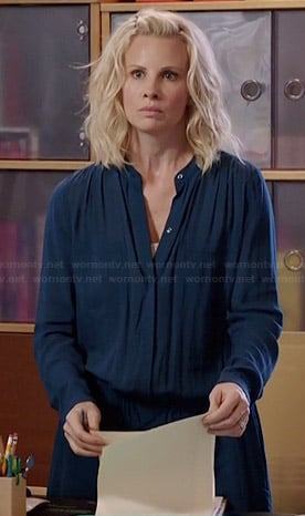 Kristina's blue drawstring shirtdress on Parenthood