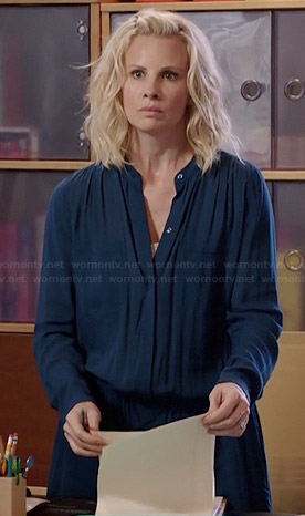 Kristina's blue drawstring shirtdress on Parenthood