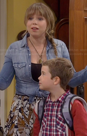 Kristin's abstract print pleated skirt and denim shirt on Last Man Standing