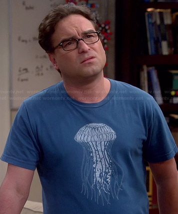 Leonard's blue jellyfish tee on The Big Bang Theory