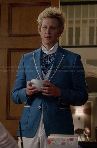 Nolan's blue paisley shirt and blue contrast trim blazer on Revenge