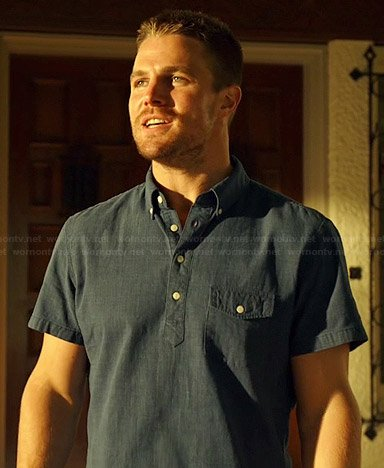 Oliver's blue short sleeved pocket shirt on Arrow
