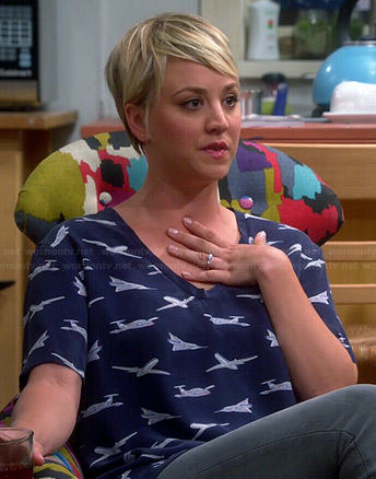 Penny's plane printed top and black and white loafers on The Big Bang Theory
