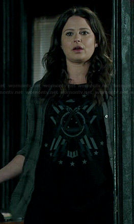 Quinn's black printed tee on Scandal
