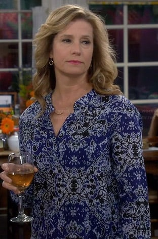Vanessa's blue printed blouse on Last Man Standing