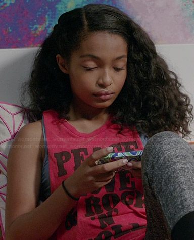 """Zoey's red """"Peace Love & Rock n Roll"""" tank top on Black-ish"""
