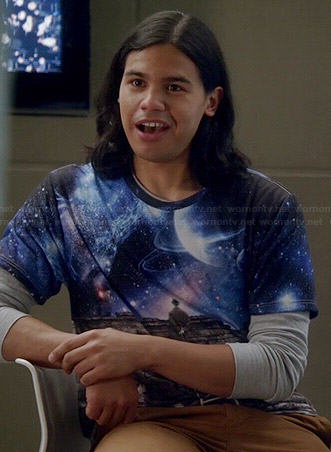 Cisco's galaxy and wall graphic tee on The Flash