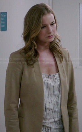 Emily's tie dyed top and beige blazer on Revenge