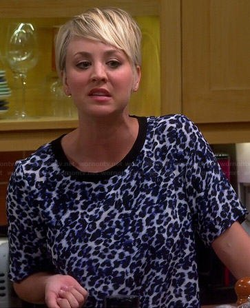 Penny's blue leopard print tee on The Big Bang Theory