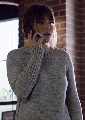 Skye's grey ribbed cuff sweater on Agents of SHIELD