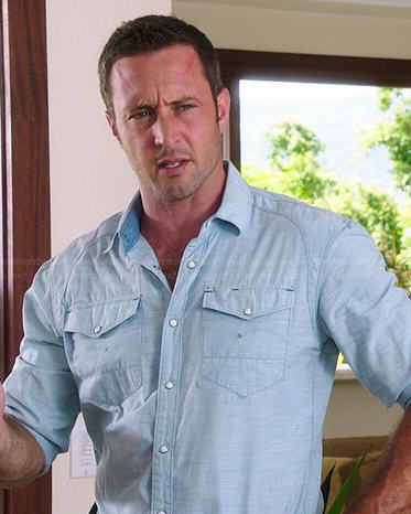 Steve's light blue shirt on Hawaii Five-O