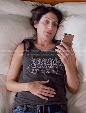 Abby's 'Grateful Dead' graphic tee on Girlfriends Guide to Divorce