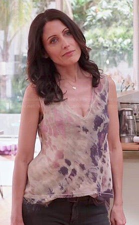 Abby's v-neck tie dyed tank top on Girlfriends Guide to Divorce