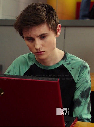 Hunter's black tee with gree tie dyed sleeves on Degrassi