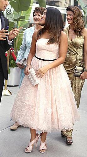 Jane's light pink strapless lace dress on Jane the Virgin
