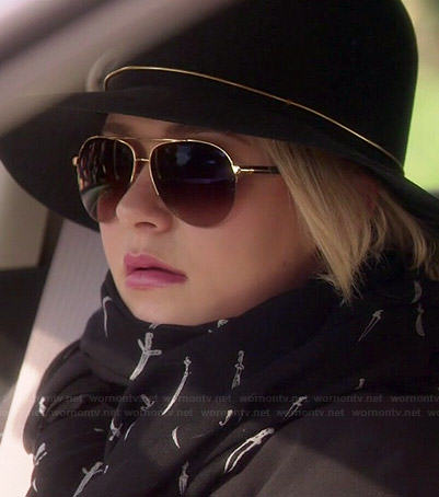 Juliette's black dagger print scarf and gold band hat on Nashville
