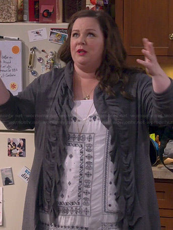Molly's white bandana print tunic top and grey ruffled cardigan on Mike and Molly