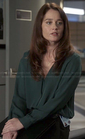Lisbon's green long sleeve blouse on The Mentalist