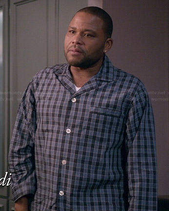 Andre's blue checked pajamas on Black-ish