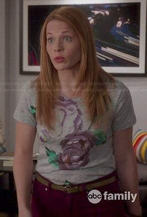 Daphne's grey floral tee on Switched at Birth