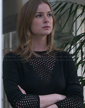 Emily's black mesh triangle sweater on Revenge