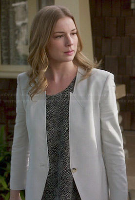 Emily's printed top and light grey pointed blazer on Revenge