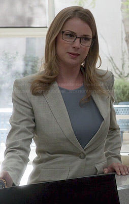 Emily's light grey pant suit on Revenge