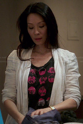 Joan's black and pink graphic tee on Elementary