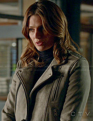 Beckett's light grey leather moto jacket on Castle