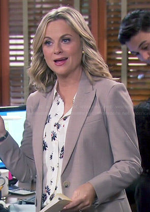 Leslie's daisy print blouse on Parks and Recreation
