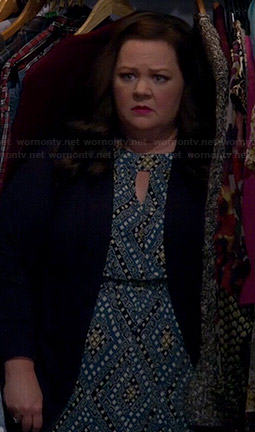 Molly's blue printed keyhole maxi dress on Mike and Molly