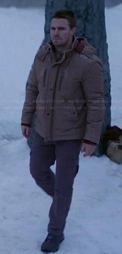 Oliver's beige puffer jacket on Arrow