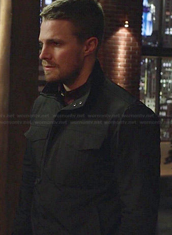 Oliver's navy blue field jacket on Arrow