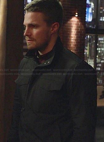 Oliver's navy blue field jacket on Arrow