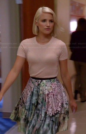 Quinn's blush pink short sleeve sweater and floral skirt on Glee