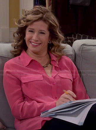 Vanessa's pink button down blouse on Last Man Standing