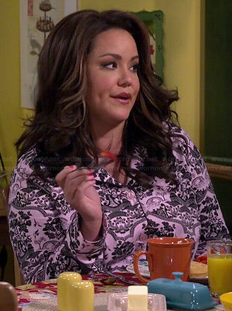 Wornontv victoria s pink and black printed pjs on mike and molly
